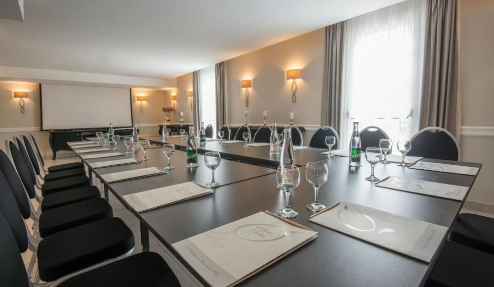 Host a seminar in Cannes